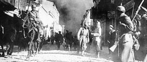 I. Weltkrieg.- Deutsche Soldaten bei der Besetzung von Schaulen (Schawli, Litauen), Juli 1915 (Foto: Bundesarchiv, Bild 146-1971-018-03 / Kühlewind / CC-BY-SA 3.0)