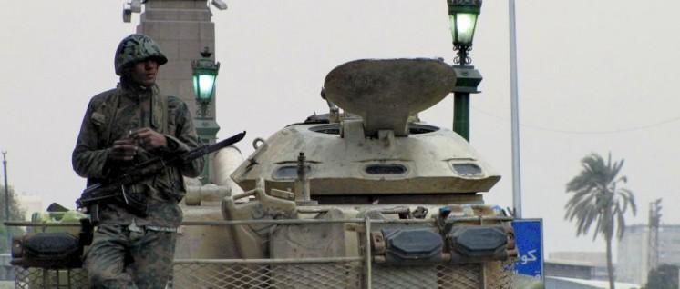 Seit dem Putsch gegen den früheren Präsidenten Mursi stützt sich die Regierung in Ägypten vor allem auf das Militär (Foto: [url=https://commons.wikimedia.org/wiki/File:Soldier_in_Tahrir.jpg?uselang=de]Sherif9282[/url])