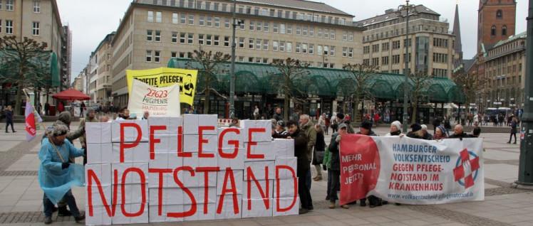 Das Hamburger Bündnis für mehr Personal im Krankenhaus überreichte dem Senat 27 763 Unterschriften (Foto: Thomas Stempel)