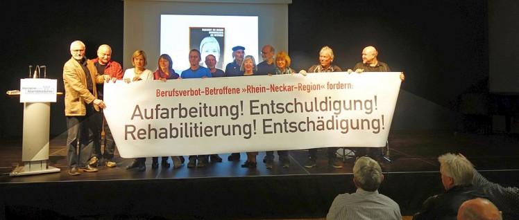 Von Berufsverbot Betroffene aus der Rhein-Neckar-Region präsentierten zur Eröffnung der Ausstellung ihre Forderungen (Foto: privat)