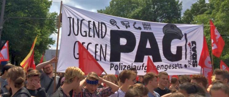 In München gingen vor zwei Wochen über 40 000 Menschen gegen das PAG auf die Straße. Die herrschende Politik setzte sich darüber hinweg. (Foto: SDAJ München)
