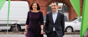 Gutes Klima, Kurs auf Schwarz-Grün: Die Grünen haben Katrin Göring-Eckardt und Cem Özdemir als Spitzenkandidaten gewählt. (Foto: Rasmus Tanck)