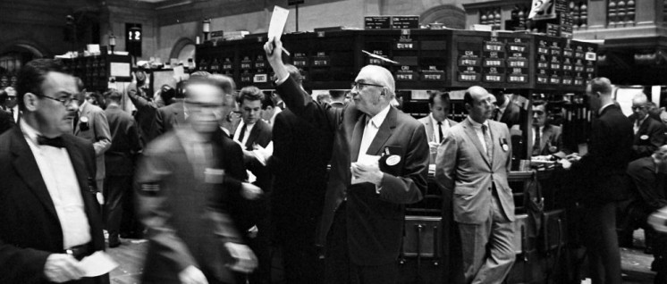 """""""Riesige Krisen, in zyklischer Wiederkehr, gleichend enormen / Sichtlos tappenden Händen, greifen und drosseln den Handel / Schütteln in schweigender Wut Produktionsstätte, Märkte und Heime"""". Bert Brecht, geboren am 10. Februar 1898"""