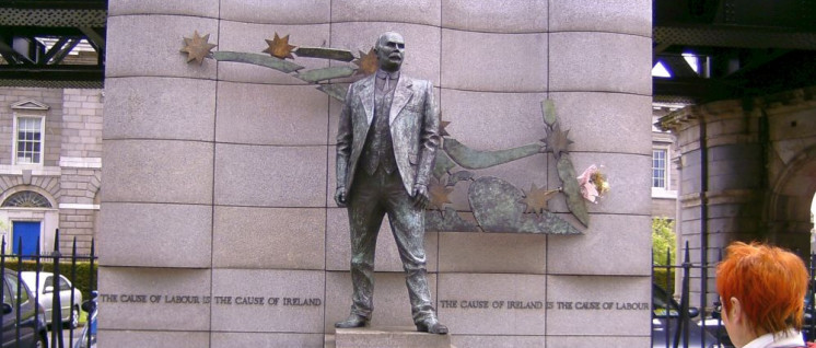 """""""Die Sache der Arbeit ist die Sache Irlands– die Sache Irlands ist die Sache der Arbeit."""" James-Connolly-Denkmal am Gewerkschaftshaus in Dublin. (Foto: Melina Deymann)"""