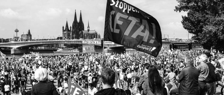 Für die EU-Minister kein Grund, CETA zu stoppen: Die Proteste gegen die Freihandelsabkommen, hier am 17.September in Köln. (Foto: Martin Bauer/r-mediabase.eu)
