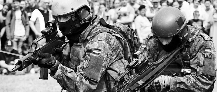 Soldaten mit G36 (Foto: Bundeswehr/Sebastian Wilke)