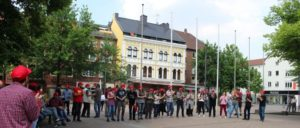 Mahnwache mit Musik: Protest in Gladbeck gegen das Verbot des Grup-Yorum-Konzertes (Foto: DKP)