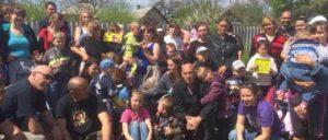 """In Gorlovka macht """"Banda Bassotti"""" schon seit einiger Zeit Soliarbeit. Mütter warteten mit ihren Kindern auf die italienische Ska-Band, um sich bei ihnen persönlich zu bedanken. Am Tag zuvor war Gorlovka von der ukrainischen Armee bombardiert worden. (Foto: Alessandro Carlesso)"""
