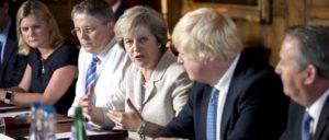 Die britische Premierministerin Theresa May und ihre verrückten Freunde (Foto: MOD Crown Copyright 2016 ©)
