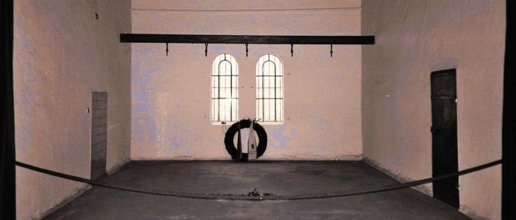 Berlin-Plötzensee – Hinrichtungsstätte (Foto: [url=https://commons.wikimedia.org/wiki/File:Gedenkstaette_Ploetzensee01.jpg]Bild[/url])