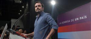 """""""Das Lächeln eines Landes""""– und was davon übrig bleibt: Alberto Garzón, Kandidat der Vereinigten Linken, spricht zur Auswertung der Wahl. (Foto: Podemos)"""