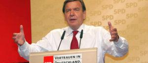 """Der damalige Bundeskanzler Gerhard Schröder (SPD): """"Wir müssen und wir haben unseren Arbeitsmarkt liberalisiert. Wir haben einen der besten Niedriglohnsektoren aufgebaut, den es in Europa gibt."""" (Foto: gemerinfrei)"""