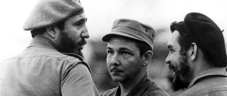 Drei Brüder: Fidel, Raúl und Che (Foto: www.fidelcastro.cu)
