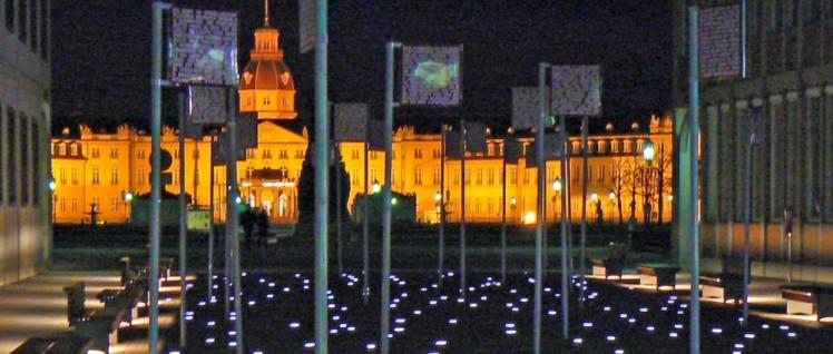 Platz der Grundrechte, Karlsruhe (Foto: [url=https://www.flickr.com/photos/dierkschaefer/8136590451]dierk schaefer/flickr.com[/url])