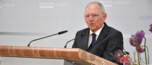 Schäuble beim Verband der Privatbanken (Foto: Boris Trenkel/CC BY-ND 2.0/www.flickr.com/photos/bankenverband/26427793135)
