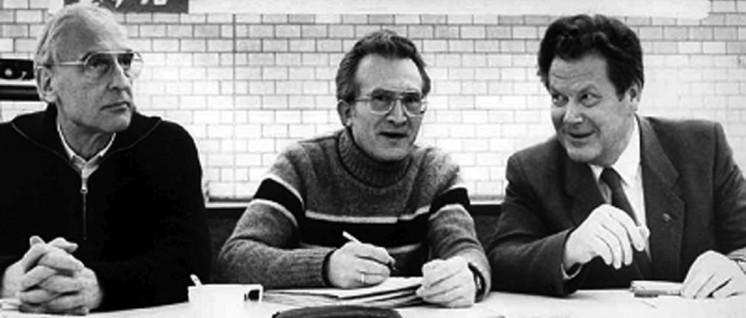 Von links nach rechts: Robert Steigerwald, Willi Gerns und Herbert Mies auf einer Konferenz der DKP, März 1984 in Bochum. (Foto: UZ-Archiv)