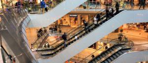 Rolltreppen im Kaufhaus: Wie von selbst sind die Tarifziele auf für die Einzelhändler nicht zu erreichen (Foto: CCO Public Domain)