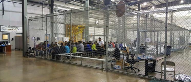 """""""Illegale"""" Migranten werden in den USA in Käfige gesteckt (McAllen, Texas, 17.Juni 2018). (Foto: U.S. Border Patrol)"""
