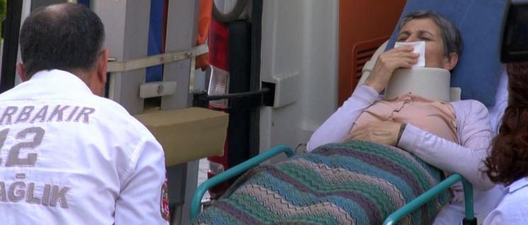 Leyla Güven nach Beendigung ihres Hungerstreiks auf dem Weg ins Krankenhaus in Amed (Foto: anfdeutsch.com)