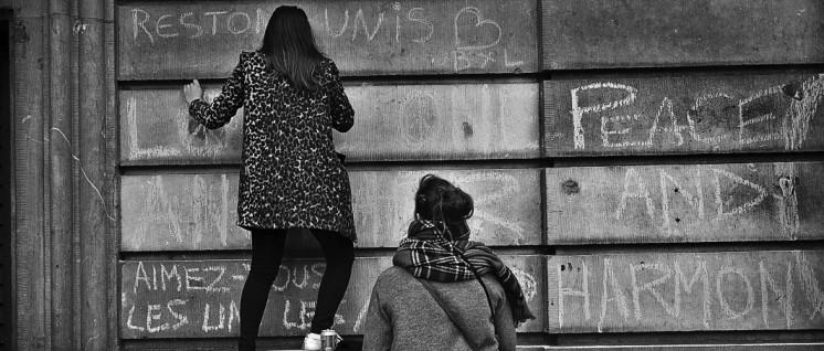 """Nach den Anschlägen: """"Wir bleiben vereint."""" Aber wie soll der Kampf gegen den Terror geführt werden? (Foto: Valentina Calà/flickr.com/CC BY-SA 2.0)"""