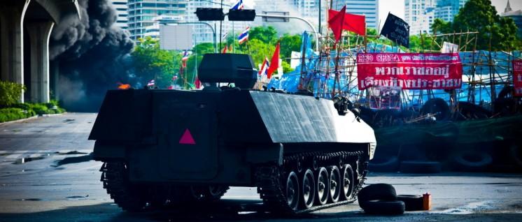 """Das thailändische Militär unterdrückte 2010 die Proteste der """"Rothemden"""". (Foto: [url=https://www.flickr.com/photos/null0/4685040546]null0[/url])"""