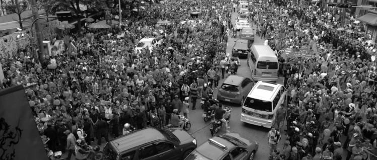 "Demonstration der ""Rothemden"" , 2010 (Foto: wikimedia.org/CC-BY-SA-3.0/Takeaway)"