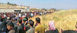 Fliehende an der türkischen Grenze von Idlib.