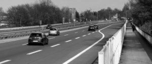 Trickreich gingen die regierenden Politiker bei der Planung der Autobahnprivatisierung vor um zu verbergen, was sie vorhatten. Im Juni 2017 wurde dann eine Änderung des Grundgesetzes beschlossen. (Foto: [url=https://commons.wikimedia.org/wiki/File:BS_Autobahnbruecke_A392.JPG]TeWeBs/Wikimedia Commons[/url])
