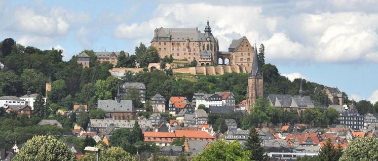 Die Stadtentwicklung in Marburg darf nicht Immobilienhaien überlassen werden. (Foto: Kurt F. Domnik / pixelio.de)