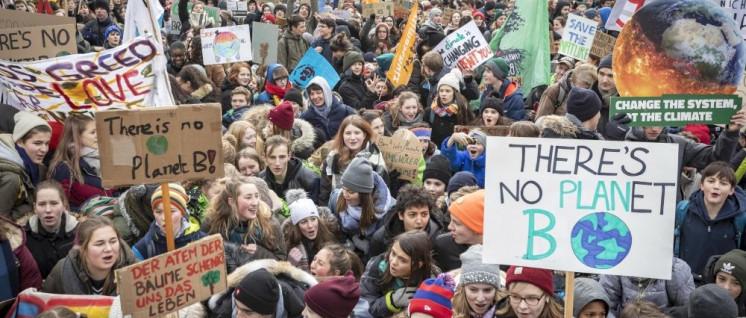 Tausende Schülerinnen und Schüler gingen in den letzten Monaten auf die Straße und wurden politisiert. (Foto: [url=https://www.flickr.com/photos/161768312@N07/46871949391/]Jörg Farys / Fridays for Future[/url])