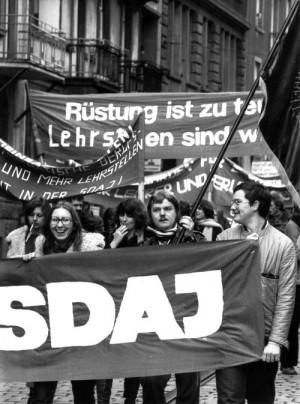 SDAJ auf der Straße gegen Hochrüstung und Lehrstellenmangel
