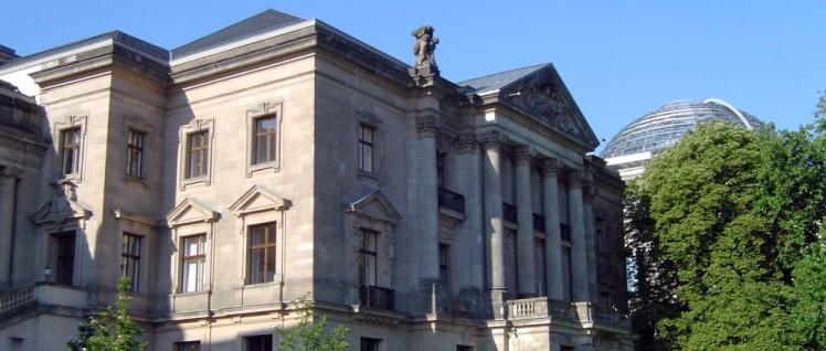 Auf diesem Balkon zeigen sich die Unterhändler gerne  (Foto: public domain)
