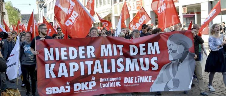 Das beste Marx-Gedenken: DKP und SDAJ bringen Rot auf die Straße. (Foto: Tom Brenner)