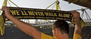 Höchst emotional: Der Anschlag auf die Mannschaft des BVB wird als Anschlag auf uns alle verstanden. (Foto: [url=https://www.flickr.com/photos/peterfuchs/5675325086]Peter F.[/url])