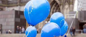 Der Puls Europas vor dem Kölner Dom (Foto: [url=https://it.wikipedia.org/wiki/File:PulseOfEurope_Cologne_2017-02-19-9903.jpg#/media/File:PulseOfEurope_Cologne_2017-02-19-9871.jpg]Raimond Spekking[/url])
