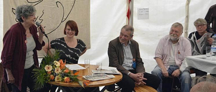 Nina Hager war von 2012-2016 Chefredakteurin der UZ, Lena Kreymann (SDAJ) ist Journalistin, Lucas Zeise ist neuer Chefredakteur der UZ (v.l.n.r.). (Foto: Tom Brenner)