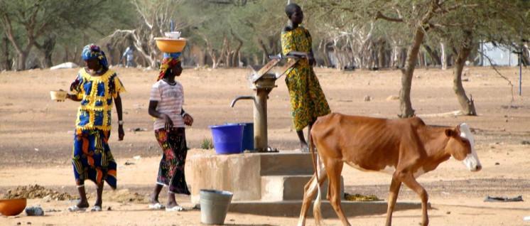 Burkina Faso: Perspektivloses Dorfleben in der Sahelzone (Foto: [url=https://www.flickr.com/photos/adam_jones/4815821550/]Adam Jones[/url])