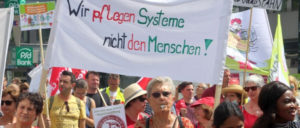 Mit dabei für Entlastung: Beschäftigte aus der Altenpflege bei der Pflegedemonstration in Düsseldorf im Juni 2018 (Foto: Werner Sarbok)