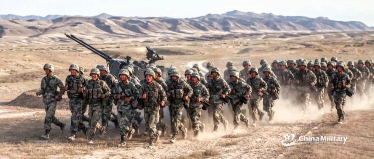 Chinesische Soldaten bei einer Übung (Foto: Zhang Zhongchou and Xu Tianyang)