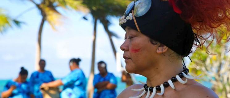 Vai in ihrem traditionellen Outfit, trägt sie auch nicht jeden Tag.  (Foto: Fiona Collins © New Zealand Film Commission)