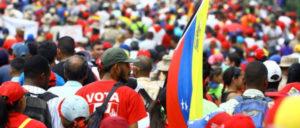 Die Venezolaner strömten zum Präsidentenpalast Miraflores, um ihn gegen die Putschisten zu verteidigen. Auch die Maidemonstrationen wurden zu Kundgebungen gegen den Putsch. (Foto: PSUV)