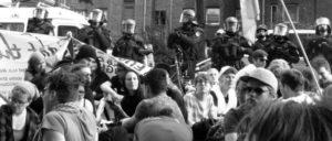 """""""Wir demonstrierten gegen den braunen Mob, die staatlichen Maßnahmen trafen uns"""": Blockade gegen den """"Tag der deutschen Zukunft"""" am 4. Juni in Dortmund. (Foto: Dome)"""