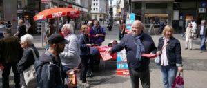 Infostand der DKP in Wuppertal (Foto: UZ)