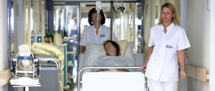 Innerhalb von drei Wochen hatten sich 30 000 Hamburger und Hamburgerinnen für ein Gesetz ausgesprochen, welches den Pflegenotstand im Krankenhaus konsequent bekämpfen würde. (Foto: AOK-Mediendienst)