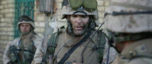 Vor dem IS kamen die Besatzer nach Falludscha: Ein Captain der US-Armee gibt Befehle für eine Patrouille, Falludscha, 2004.  (Foto: public domain / wikimedia.org)