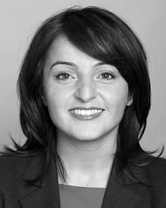 Sevim Dagdelen ist Sprecherin für Internationale Beziehungen der Fraktion Die Linke und stellvertretende Vorsitzende der Deutsch-Türkischen-Parlamentariergruppe im Bundestag