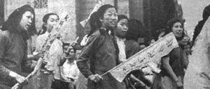 Neue Akteure, eine neue Art des Kampfes: Studentinnen bei einer Demonstration der 4.-Mai-Bewegung, 1919 (Foto: Public Domain)
