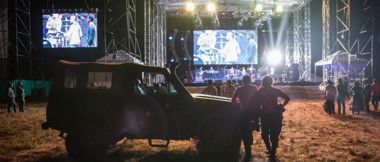 """Während die FARC den Frieden feiern, bleiben die Vereinten Nationen lieber """"neutral"""". Vorbereitungen des Festes zum Abschluss des Friedensabkommens in El Diamante, Kolumbien, im September 2016. (Foto: Björn Kietzmann)"""