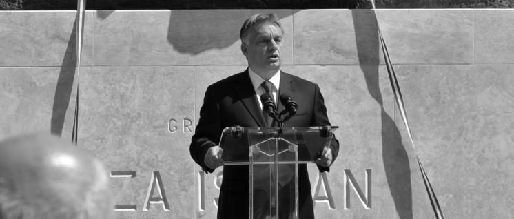 In antidemokratischer und nationalistischer Tradition: Viktor Orban bei der Wiedereinweihung des 1945 zerstörten Denkmals für den ehemaligen Ministerpräsidenten Istvan Tisza. (Foto: Derzsi Elekes Andor / wikimedia.org / CC BY-SA 3.0)