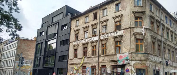 Im Gebäude links wurden sie bereits erfolgreich verdrängt, die unerwünschten Billig-Mieter. (Foto: [url=https://www.flickr.com/photos/metronaut/19889670706] metronauten/flickr.com[/url])